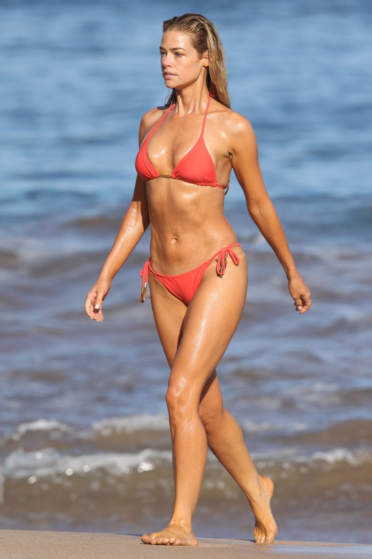 http://noonegetsitdotcom.files.wordpress.com/2011/03/denise-richards-bikini-1-07.jpg